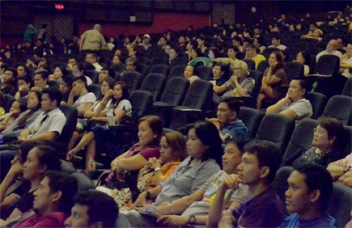 The Audience: Deaf community in the foreground